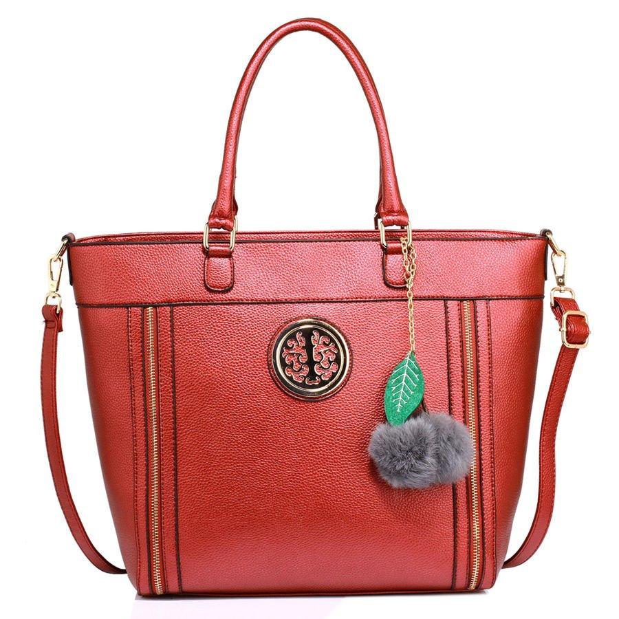 9fefc5c014715 Czerwona torebka damska z futrzanym breloczkiem - czerwony