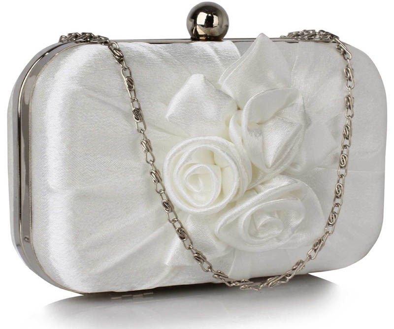 a65ef2c642 Biała ślubna torebka wizytowa z kwiatową aplikacją biały