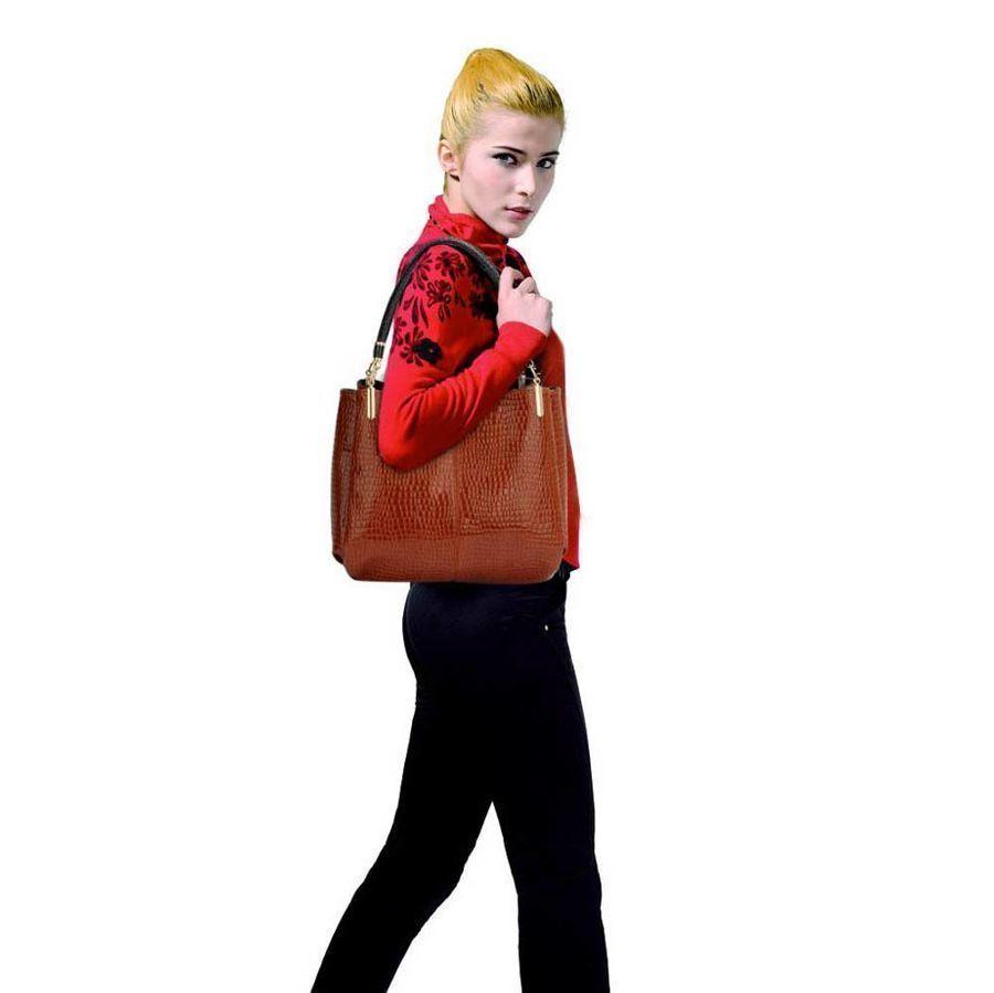 e0a3a25b99656 ... Czerwona lakierowana torebka na ramię skóra węża Kliknij, aby  powiększyć ...