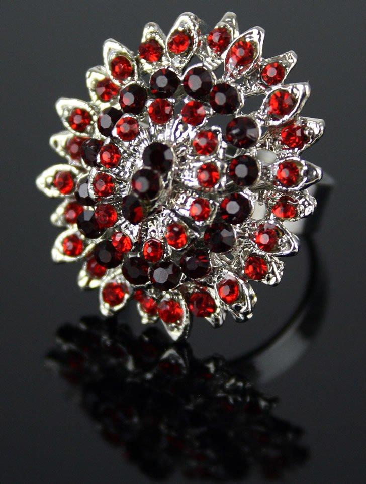 Pierścionek rozetka z czerwonych kryształków