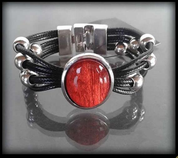 https://evangarda.pl/pol_pm_Skorzana-bransoleta-z-duzym-czerwonym-kamieniem-783_1.jpg